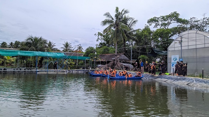 Đua xuồng chèo tại Phú An Khang Bến Tre