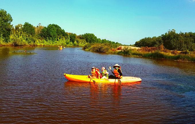 Chèo xuồng kayak tham quan và trải nghiệm tại Cánh Đồng Bất Tận
