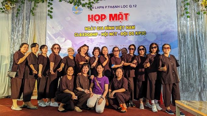 Chụp ảnh cùng áo bà ba tại Khu du lịch Phú An Khang