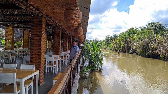 Nhà hàng view sông cực đẹp tại khu du lịch Hạ Thảo Bến Tre