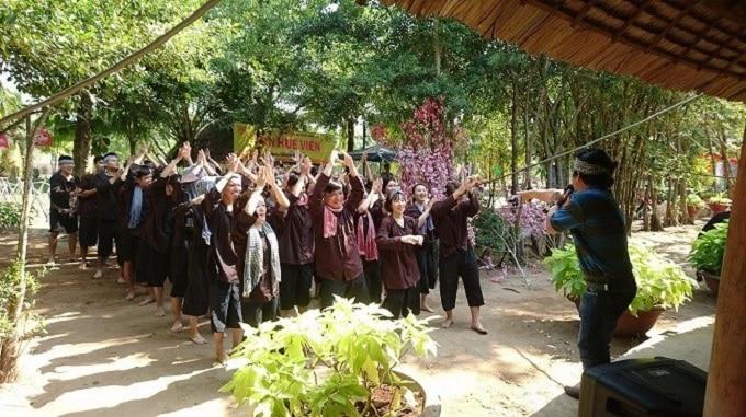 Quản trò hoạt náo vui nhộn và đầy tiếng cười tại Lan Vương