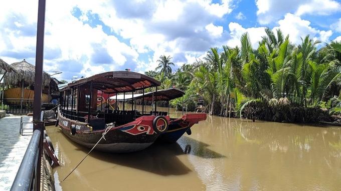 Thuyền du lịch tại Khu du lịch sinh thái Hạ Thảo