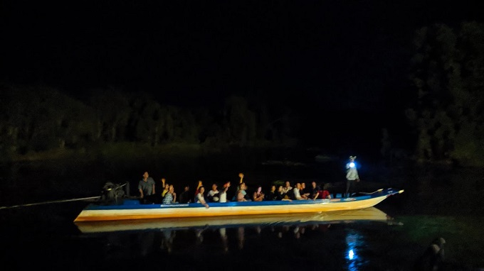 Trải nghiệm giăng lưới bắt cá ban đêm