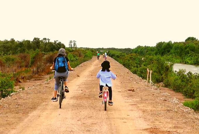 Xe đạp tham quan và khám phá Cánh Đồng Bất Tận