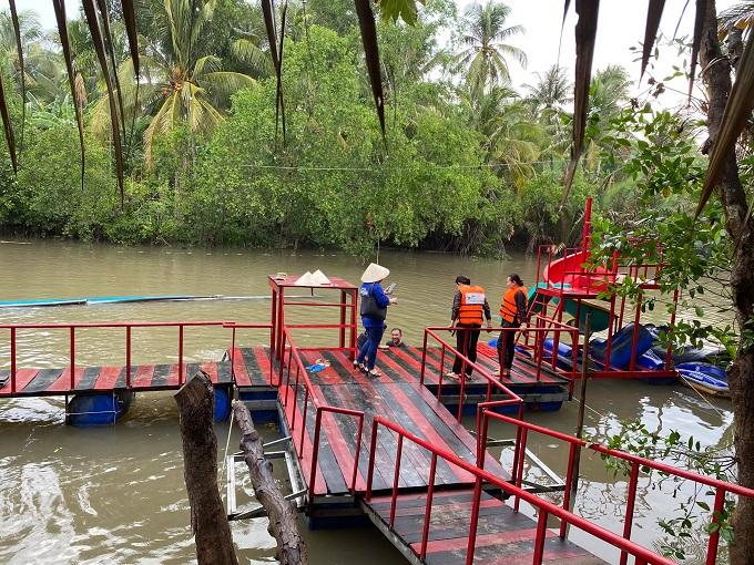 Trải nghiệm tắm sông tại Nghênh Xuân