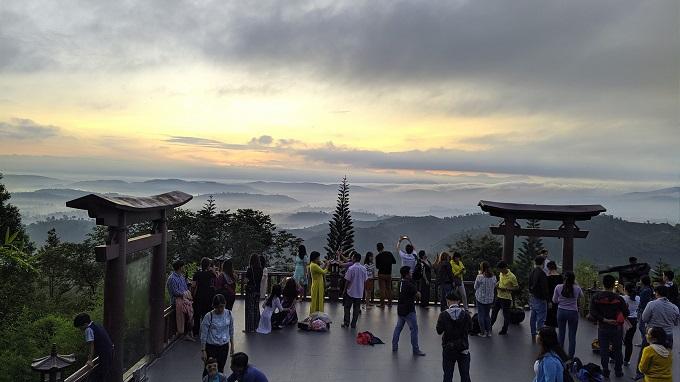 Săn mây tại Linh Quy Pháp Ấn