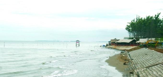Bãi biển Thạnh Phú hoang sơ với bờ cát dài