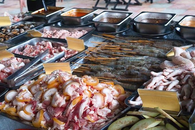 Buffet nướng tại khu du lịch Làng Xanh