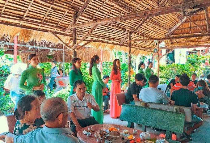 Nghe và giao lưu đờn ca tài tử Nam Bộ tại Cồn Thới Sơn