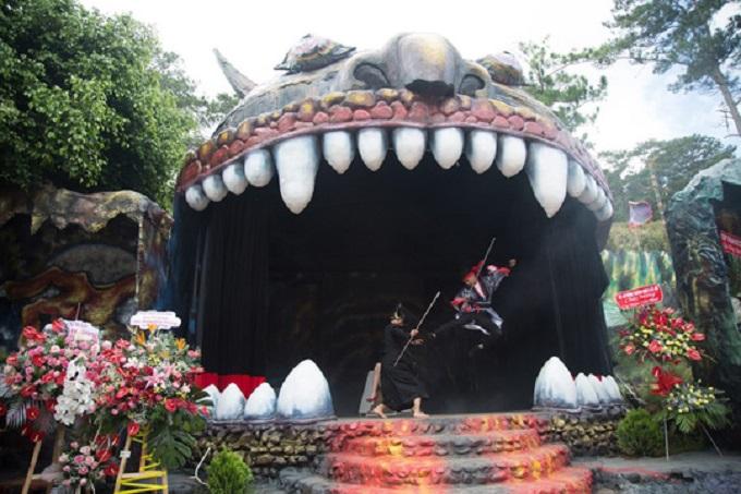 Sân khấu của quỷ tại khu du lịch Quỷ Núi