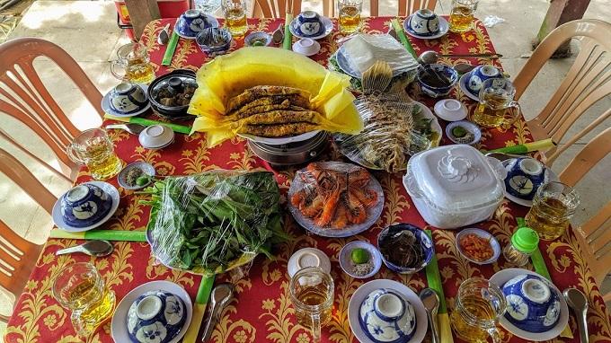 Thực đơn trưa tại Lan Vương