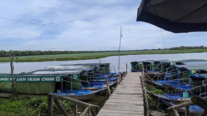 Thuyền tham quan tại khu du lịch Tràm Chim