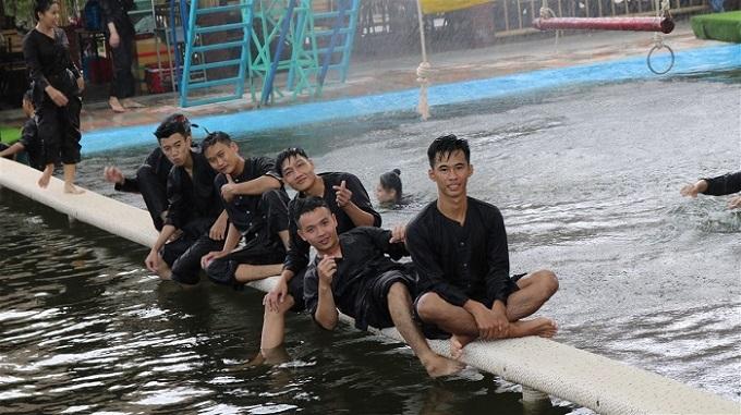 Trải nghiệm các trò chơi sông nước vui nhộn tại Làng Xanh
