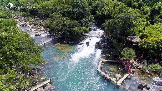 Bãi tắm tự nhiên tuyệt đẹp tại Suối Nước Moọc