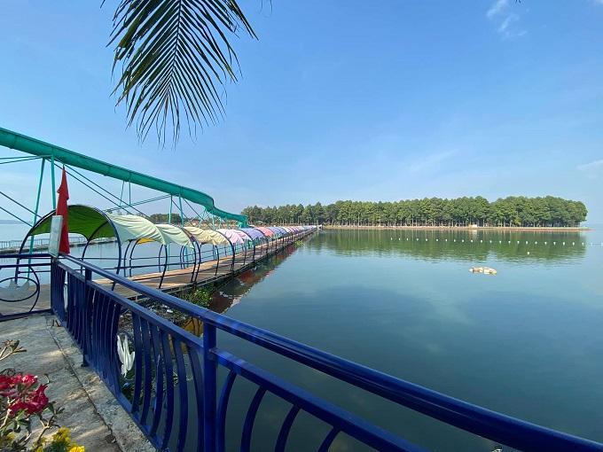 Cầu phao nối liền Đảo Ó và Đảo Đồng Trường