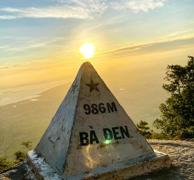 Check-in trên đỉnh Núi Bà Đen
