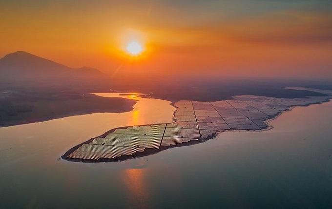 Hồ Dầu Tiếng lớn nhất Đông Nam Á đột nhiên đẹp ngỡ ngàng