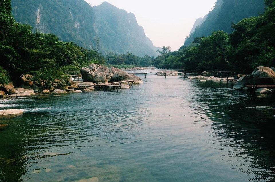 Khám phá Suối Nước Moọc đẹp như tiên cảnh ở Quảng Bình