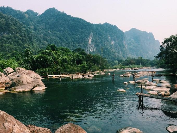 Khung cảnh thiên nhiên hoang sơ, hùng vĩ tại Suối Nước Moọc