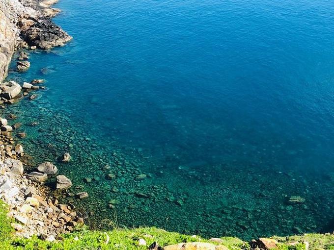 Làn nước xanh thẳm, trong vắt, đẹp hút mắt tại Mũi Tàu Bể