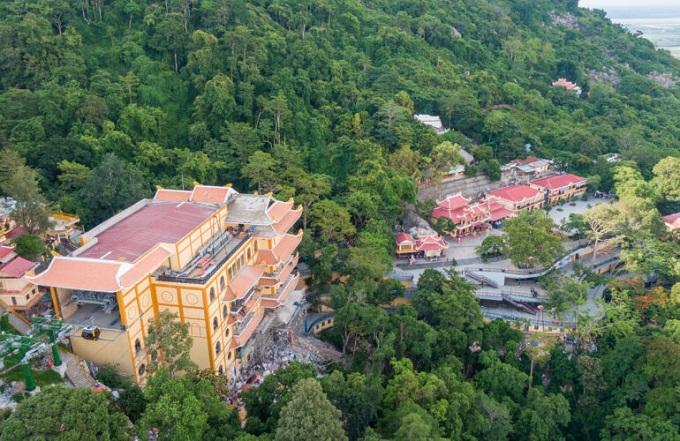 Nhà ga Chùa Hang mang dáng dấp của một ngôi chùa 5 tầng uy nghiêm và trầm mặc