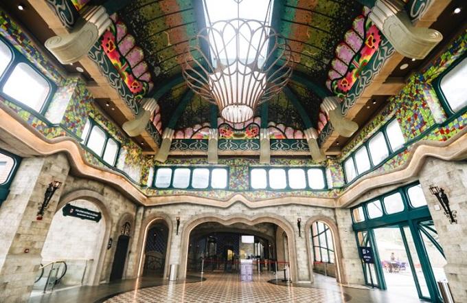 Nhà ga Vân Sơn được lấy cảm hứng từ kiến trúc Tòa Thánh đạo Cao Đài