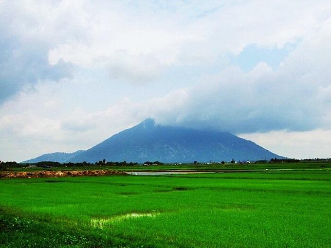 Núi Bà Đen- Ngọn núi cao nhất Đông Nam Bộ