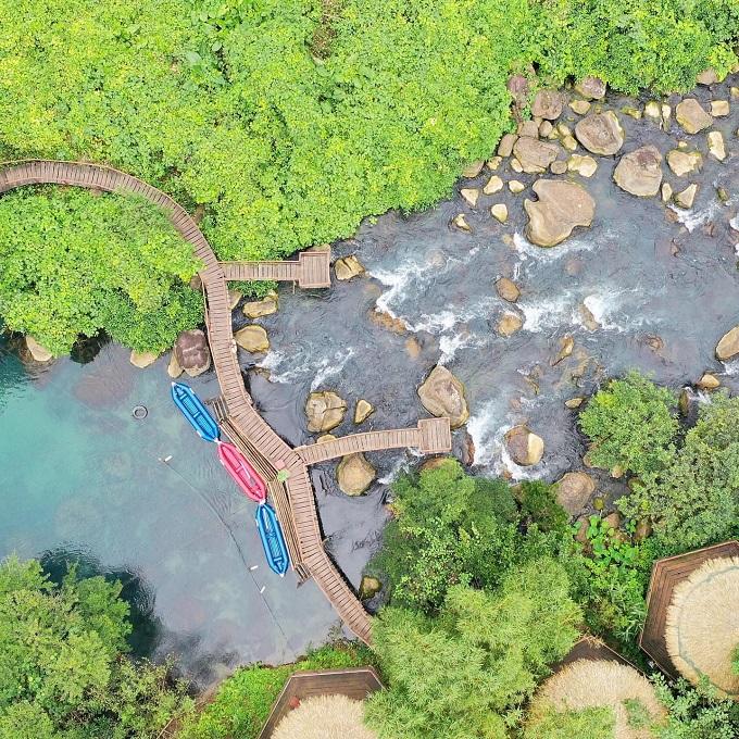 Suối Nước Moọc nhìn từ trên cao