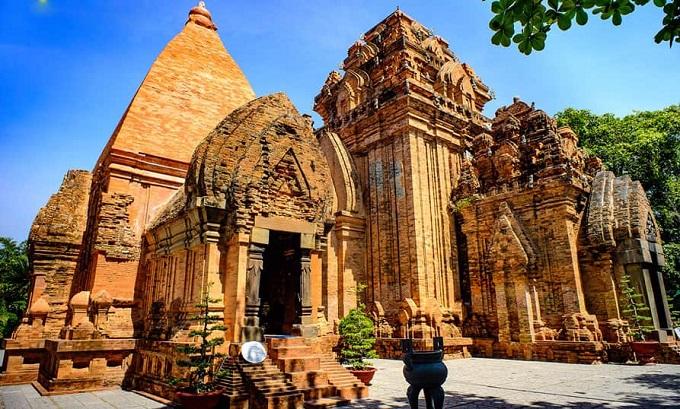 Tháp Bà Ponagar Nha Trang - Di Sản Văn Hóa Chăm Lớn Nhất Việt Nam