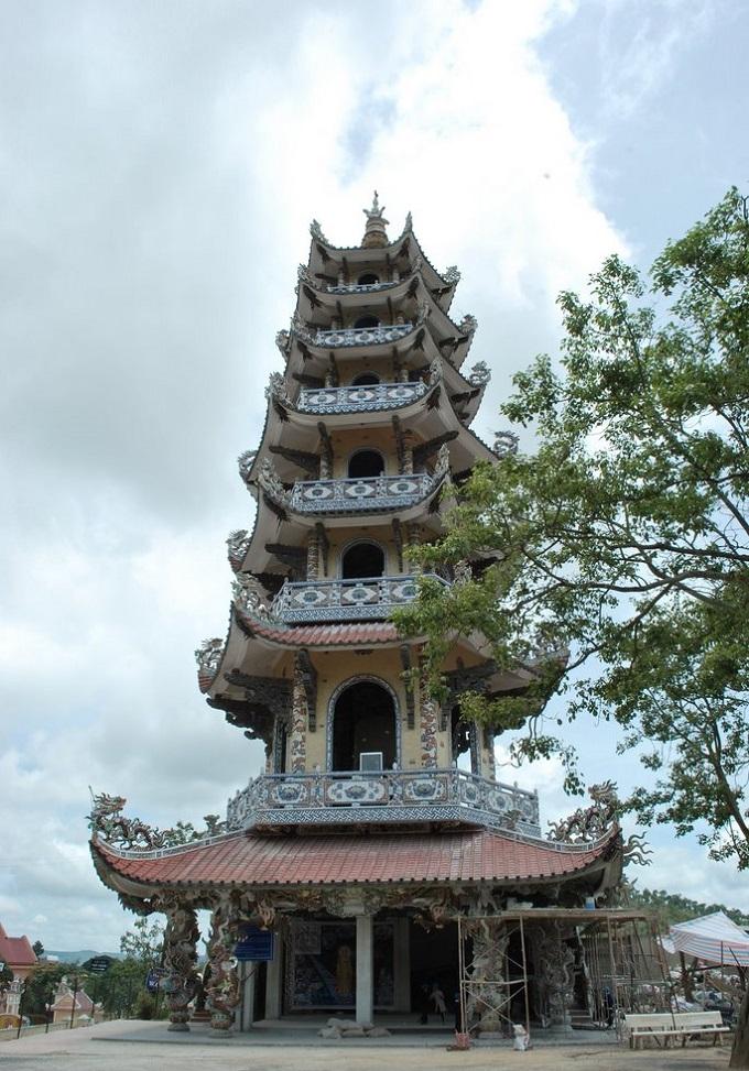 Tháp Chuông chùa Linh Phước cao nhất Việt Nam
