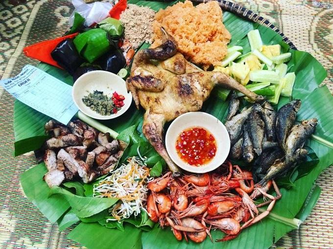 Thưởng thức những món ăn đặc sản tại suối nước Moọc