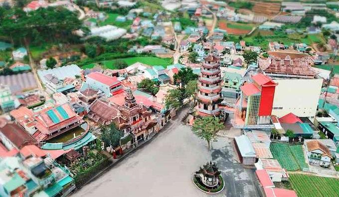 Toàn cảnh chùa Linh Phước nhìn từ trên cao