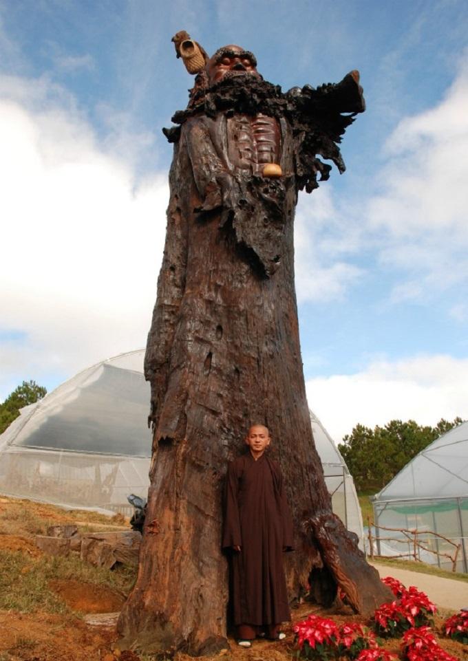 Tượng Bồ Đề Đạt Ma bằng gỗ sao lớn nhất