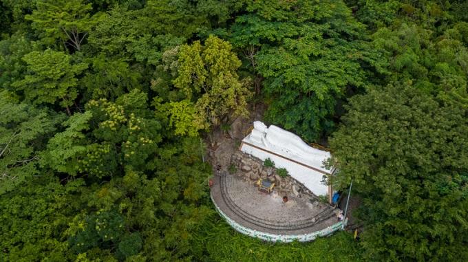 Tượng Phật nhập Niết Bàn tại khu du lịch NúiTượng Phật nhập Niết Bàn tại khu du lịch Núi Bà Đen Bà Đen