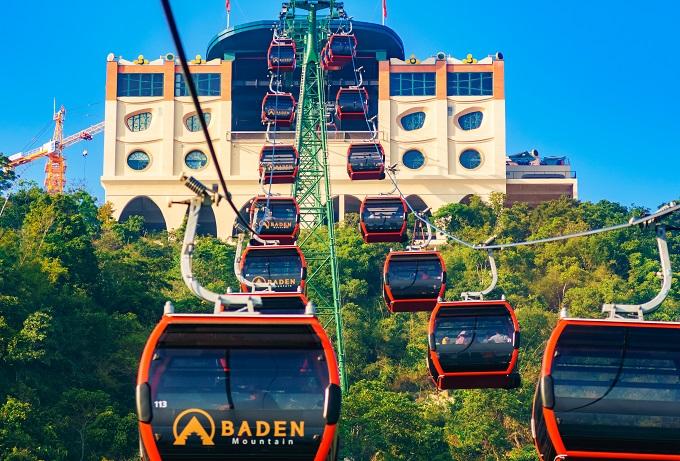 Tuyến cáp chùa Hang gồm 78 cabin với tổng chiều dài 1,211m