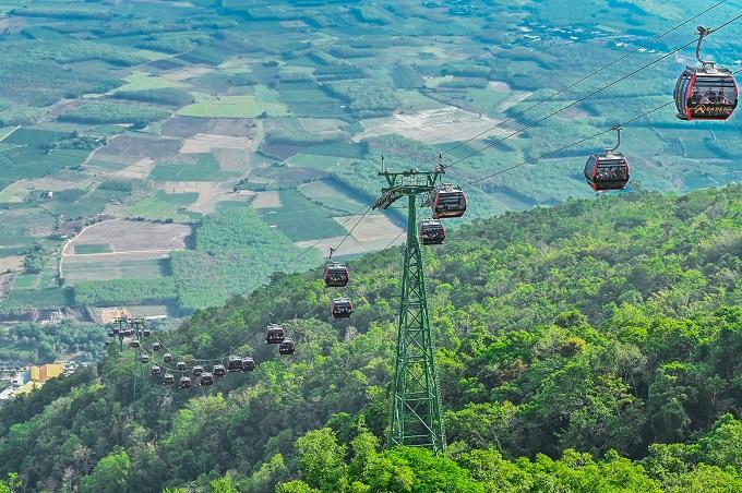 Tuyến cáp treo Vân Sơn chinh phục đỉnh núi Bà Đen