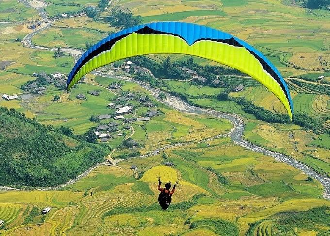 Lễ hội dù lượn bay trên mùa vàng ở Mù Cang Chải