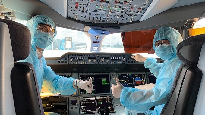 Tổ bay, nhân viên hàng không phải trang bị đồ bảo hộ và không phải cách ly sau chuyến bay