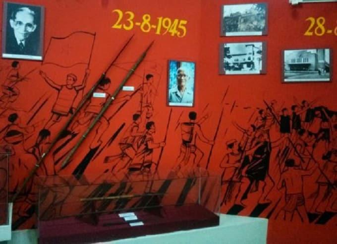 Góc trưng bày về Cách mạng Tháng Tám
