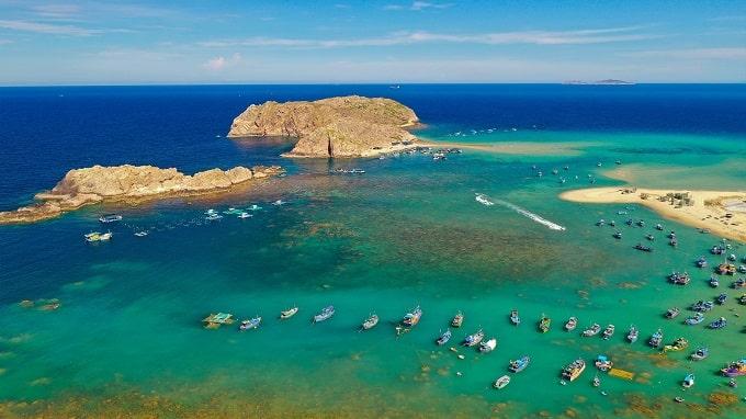 Kỳ Co - Eo Gió hay Hòn Khô tuyệt đẹp với làn nước biển xanh trong - cát trắng
