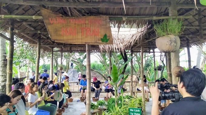 Trải nghiệm ngâm chân tại Vườn Thảo Dược trên Cồn Hô
