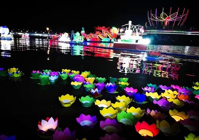 Hội hoa đăng trên bến Ninh Kiều