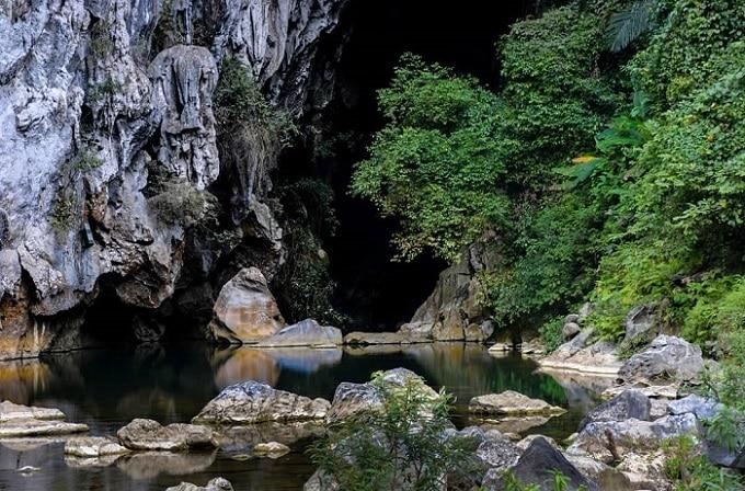 Hang Rục Mòn Quảng Bình - một trong những hang động hoang sơ nhất Việt Nam