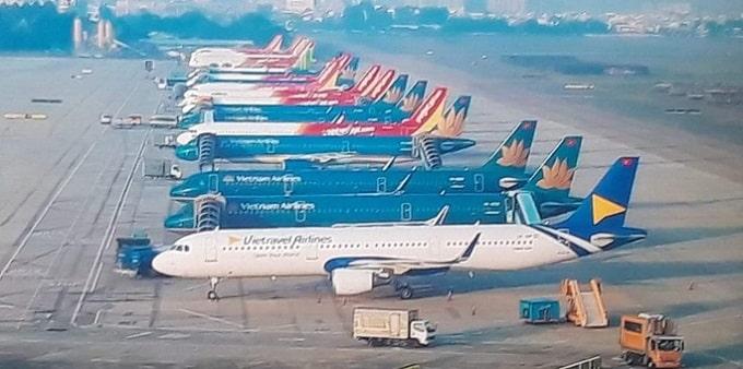 Máy bay đầu tiên của hãng đậu ở sân bay Tân Sơn Nhất, bên cạnh máy bay của các hãng khác