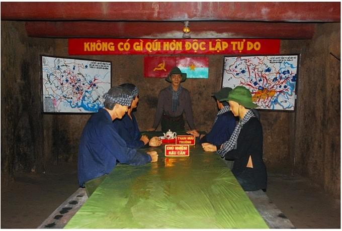 Phòng họp Bộ tư lệnh Quân Khu Sài Gòn - Chợ Lớn - Gia Định dưới địa đạo Củ Chi