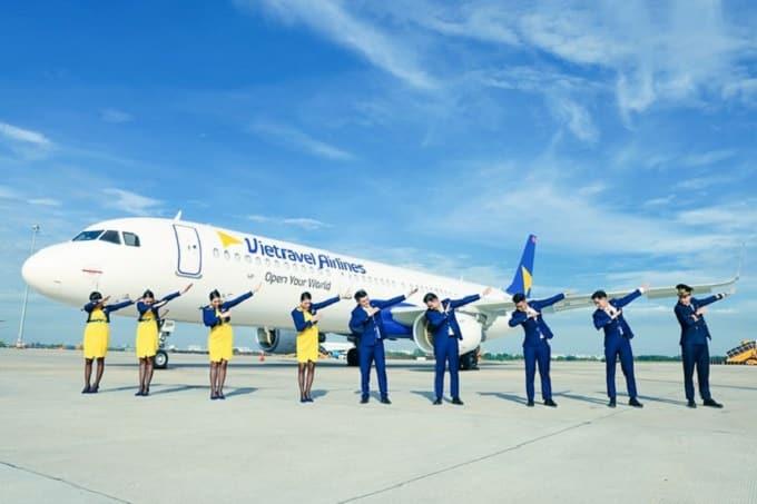 Trang phục của Vietravel Airlines được xây dựng trên hai tông màu chủ đạo vàng và xanh dương