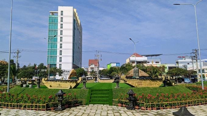 13 Bộ đàn đá lớn nhất Việt Nam được đặt tại trung tâm khuôn viên Công Viên Bến Tre