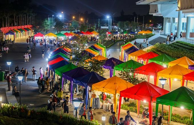 Chợ đêm sinh viên trong làng đại học TP Thủ Đức