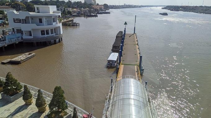 Khu vực neo đậu tàu thuyền phục vụ khách nội địa tham quan 4 cồn Long Lân Quy Phụng