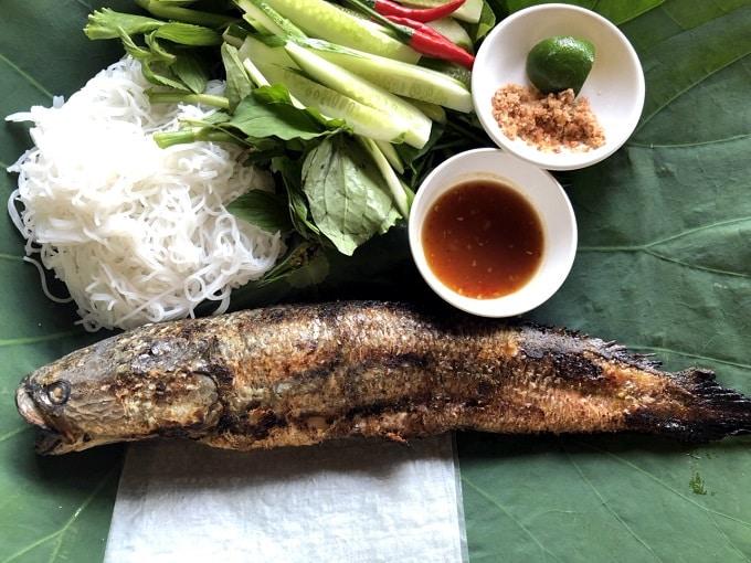 Cá lóc nướng trui đặc sản Rừng Tràm Trà Sư